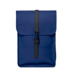 Le bag original Rains Backpack mini Blue l'imperméable basic incontournable chez Atalante - Antibes
