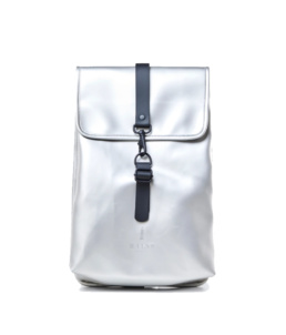 Le bag original Rains Backpack Rucksack Silver l'imperméable basic incontournable chez Atalante - Antibes