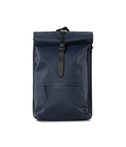 Le bag original Rains Rolltop Rucksack Blue l'imperméable basic incontournable chez Atalante - Antibes