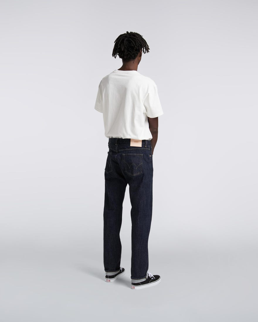 regular-tapered-jeans-blue-rinced-back-worn