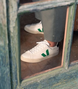 veja-campo-chromefree-leather-white-emeraude-black-pic