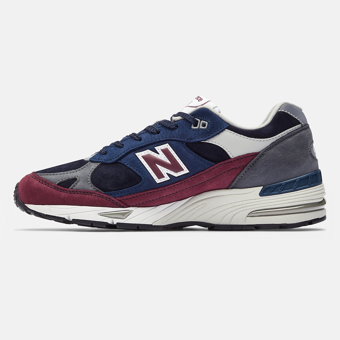 new-balance-made-in-uk-991-black-with-red-sole-2