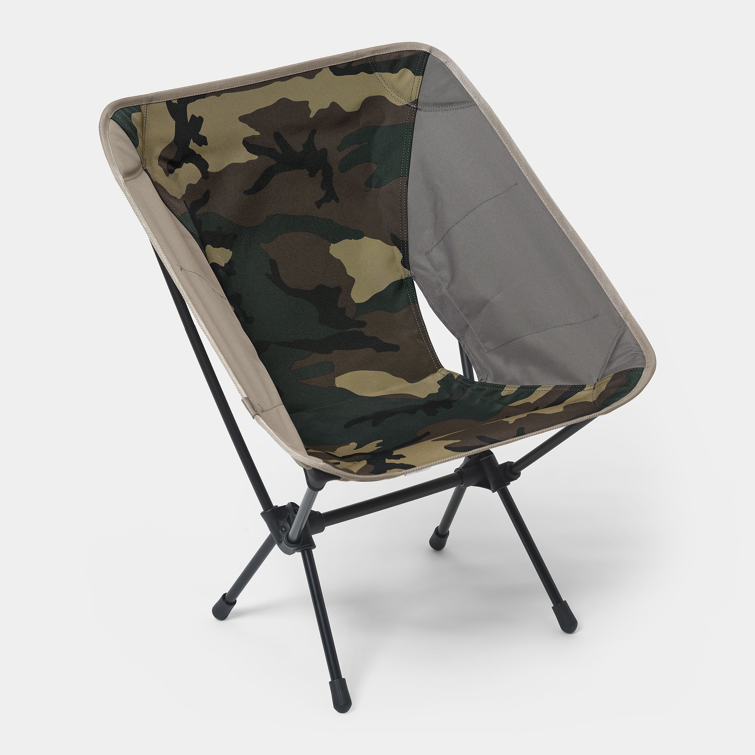 carhartt-wip-x-helinox-valiant-4-tactical-chair-camo-laurel-black-air-force-grey-leather-front
